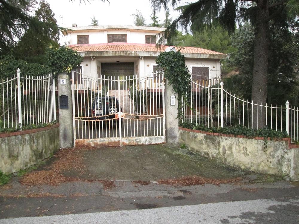 Adiacente Clinica Morgagni,Pedara