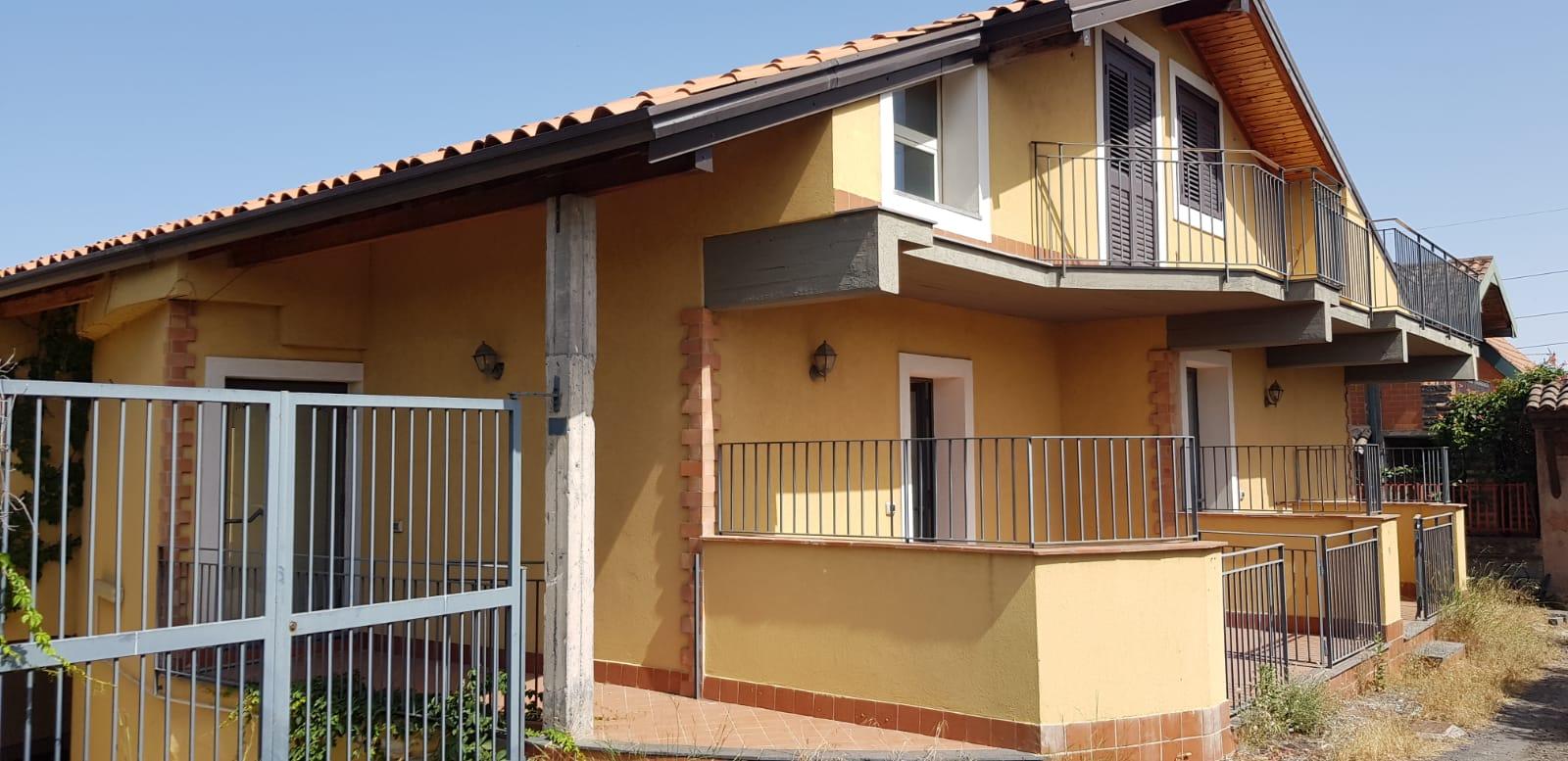 Villa singola  5+5 con terrazze e garage grande Zona Poggio Lupo