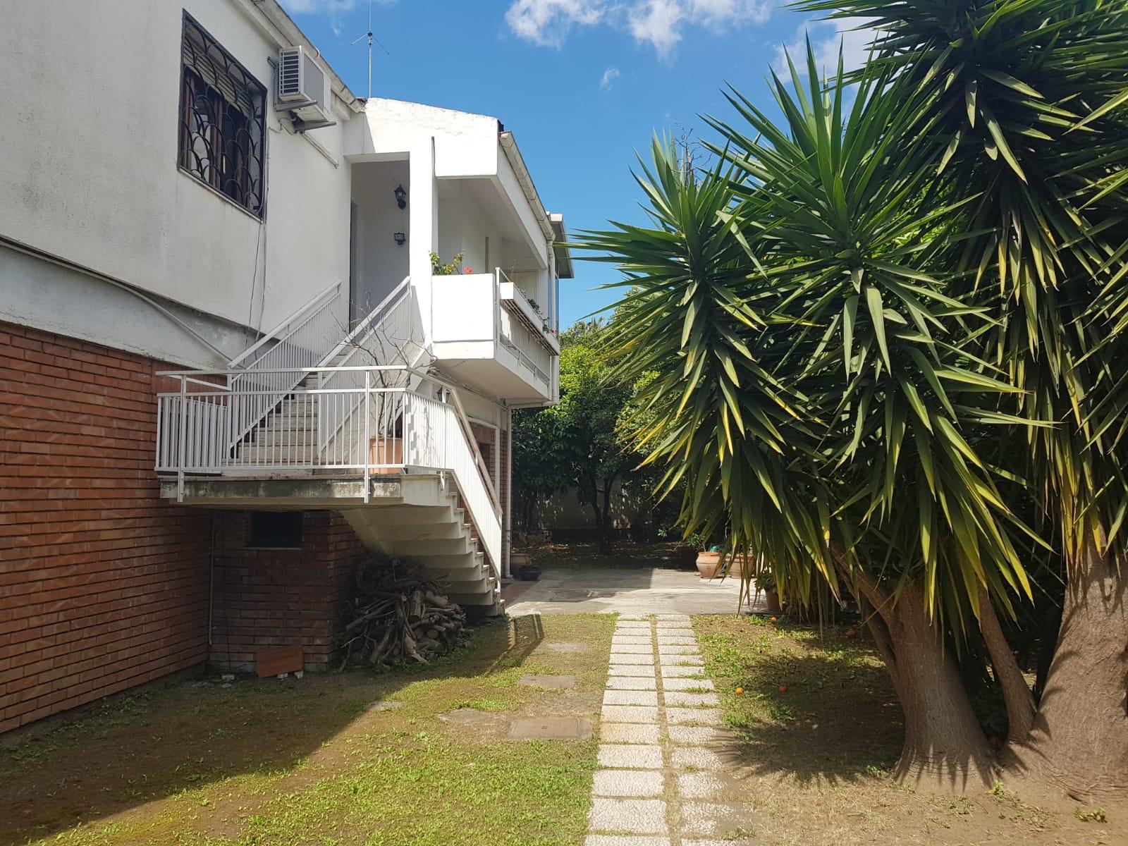 Canalicchio,villa divisibile con 1000mq di giardino