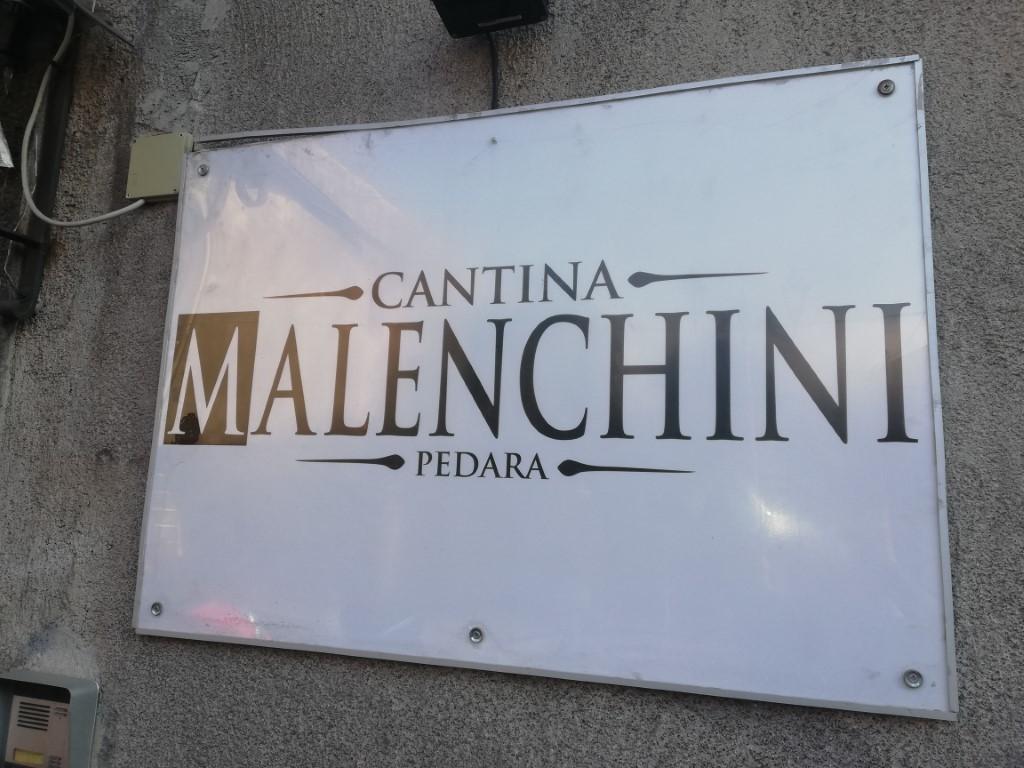 Enoteca food Winebar , nella centralissima Pedara (CT) Pressi Piazza Centrale .