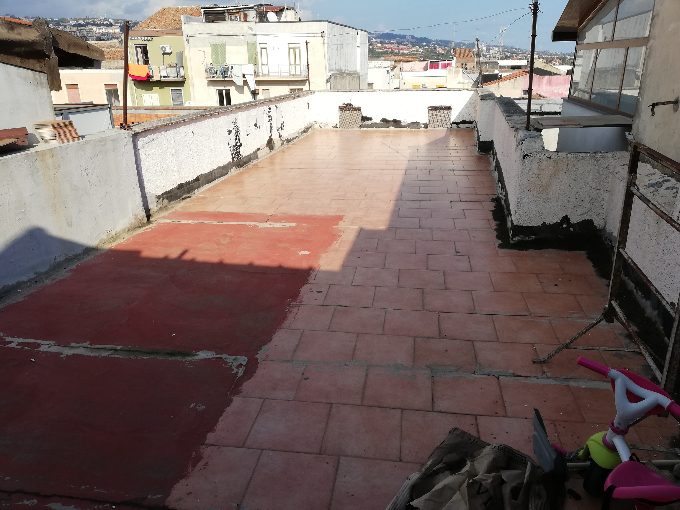 2 bivani + accessori e terrazza zona Picanello / circonvallazione  da ristrutturare in unica soluzione
